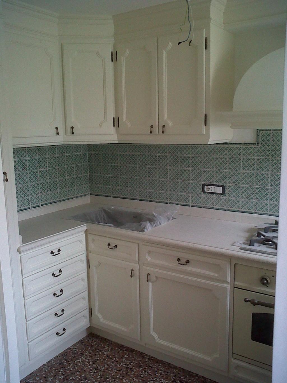 Pavimento a scacchi cucina e soggiorno for Arredare cucine piccole dimensioni